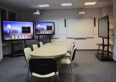 Salon wystawowy - monitor interaktywny